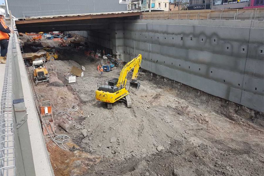 reinforced shotcrete walls & semi-permanent anchors